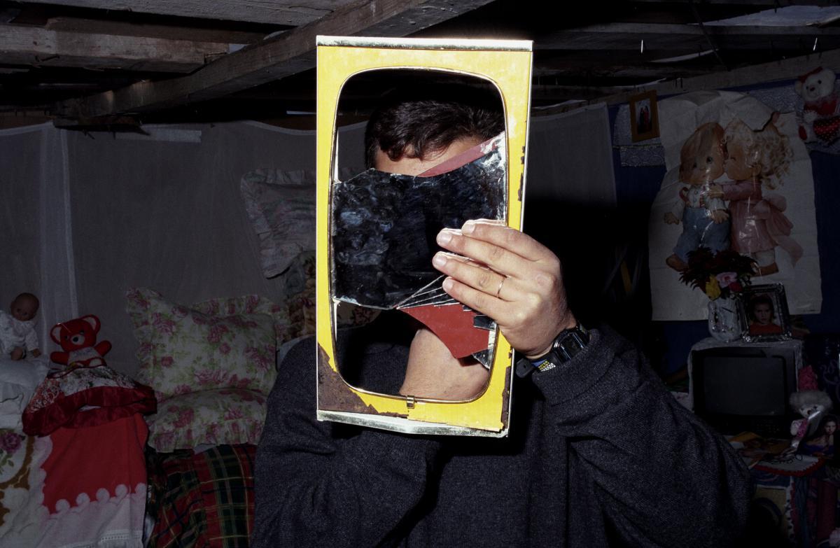 Auto Cigano, exposição de Valter Vinagre que inaugurou a 8 de Abril está patente ao público até 30 de Abril de 2011 no Padrão dos Descobrimentos em Belém. Lisboa. É organizada pela Amnistia Internacional(Portugal) e conta com o apoio da EGEAC.